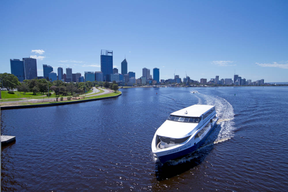 Swan River Lunch Cruise and Fremantle Sightseeing Tram Tour Package